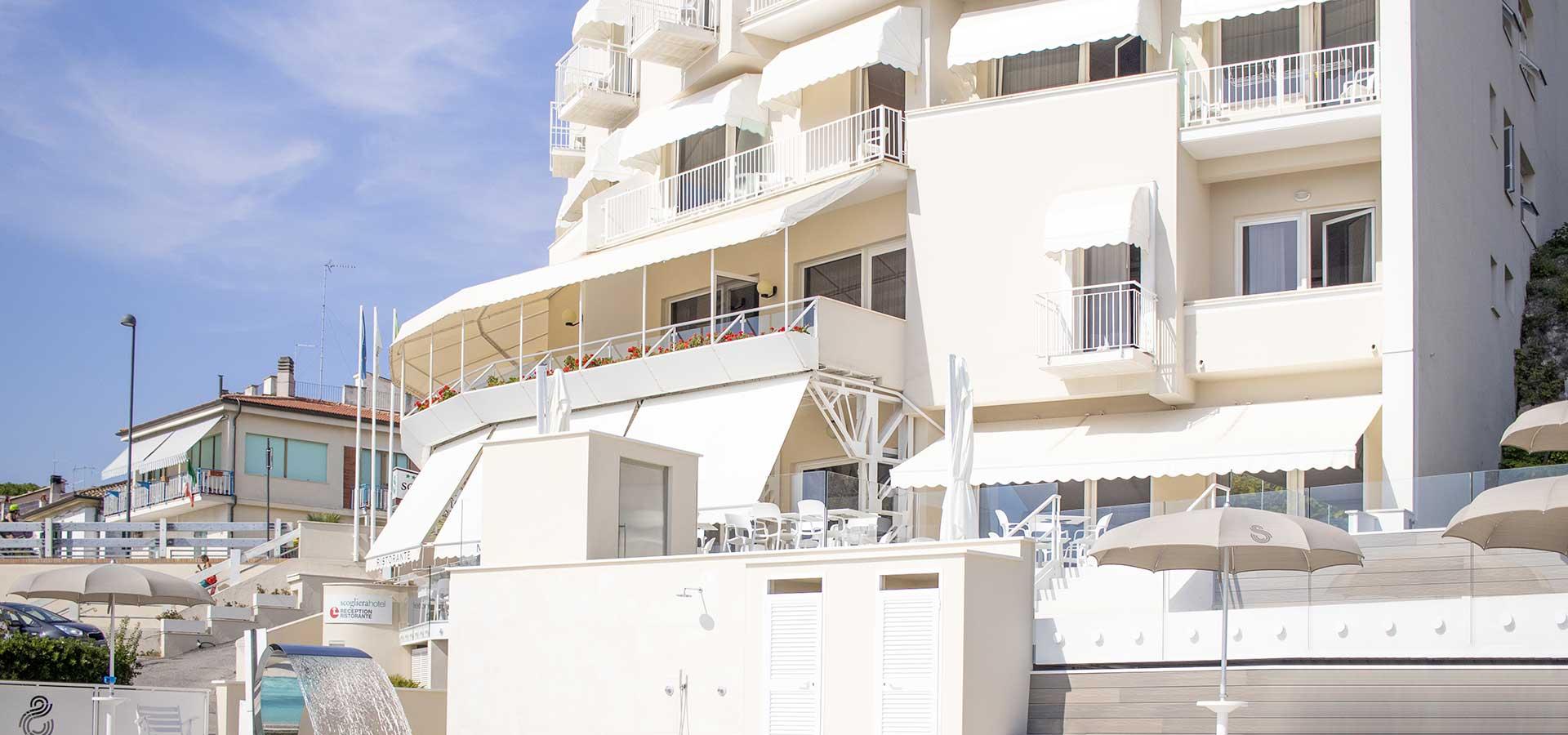 hotel-a-numana-con-piscina-004
