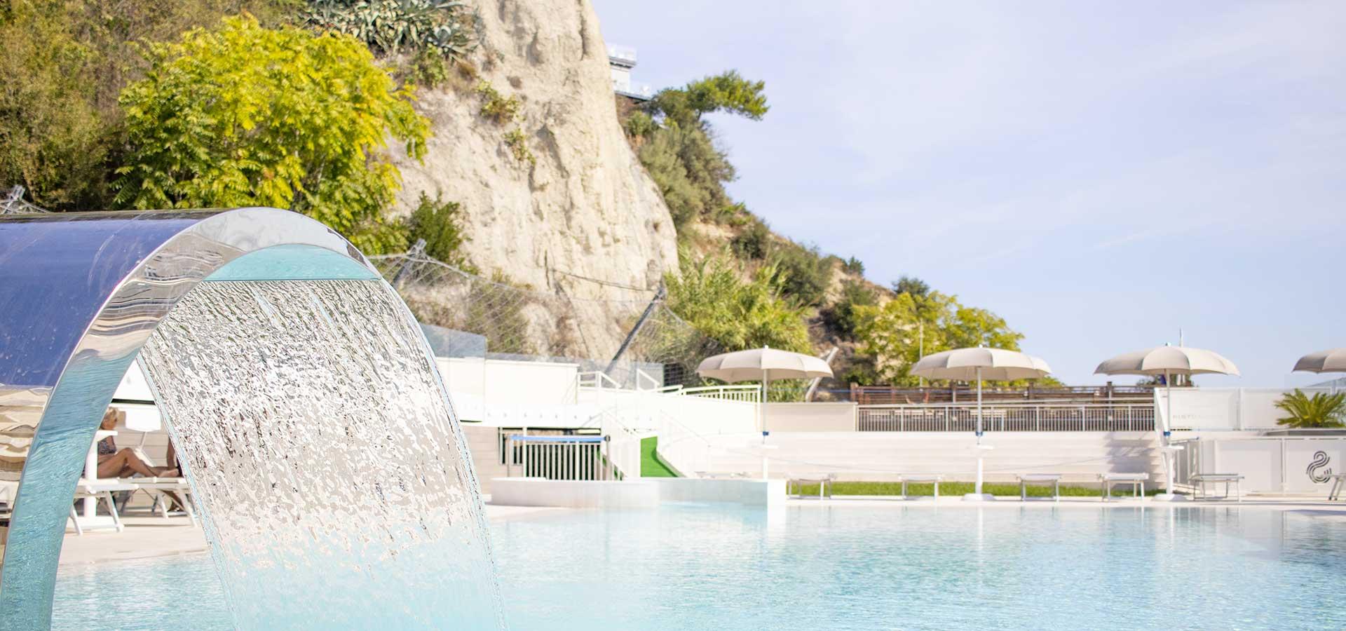 hotel-con-piscina-a-numana