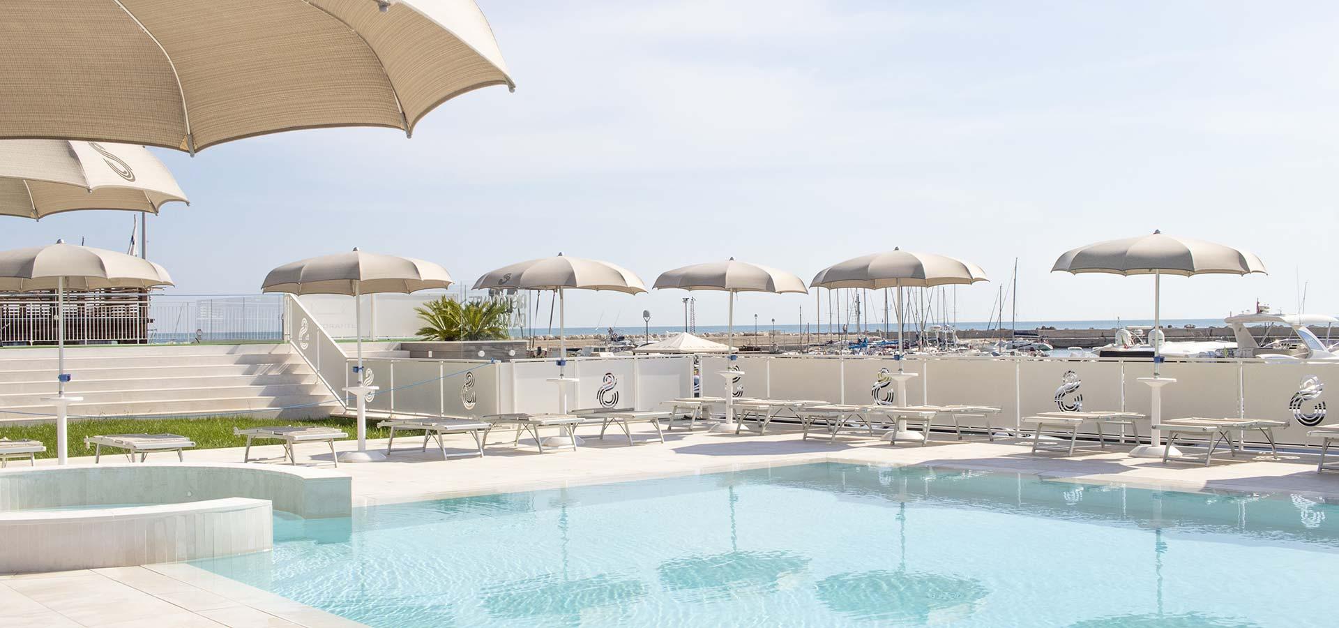 hotel-a-numana-con-piscina-002