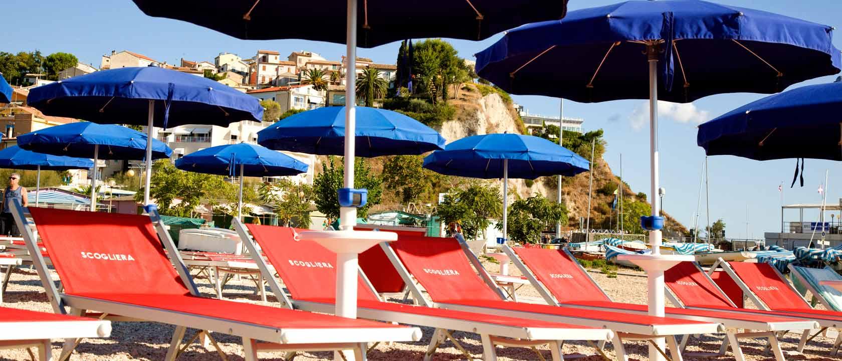Hotel a numana 3 stelle con spiaggia privata piscina e for 3 stelle arreda